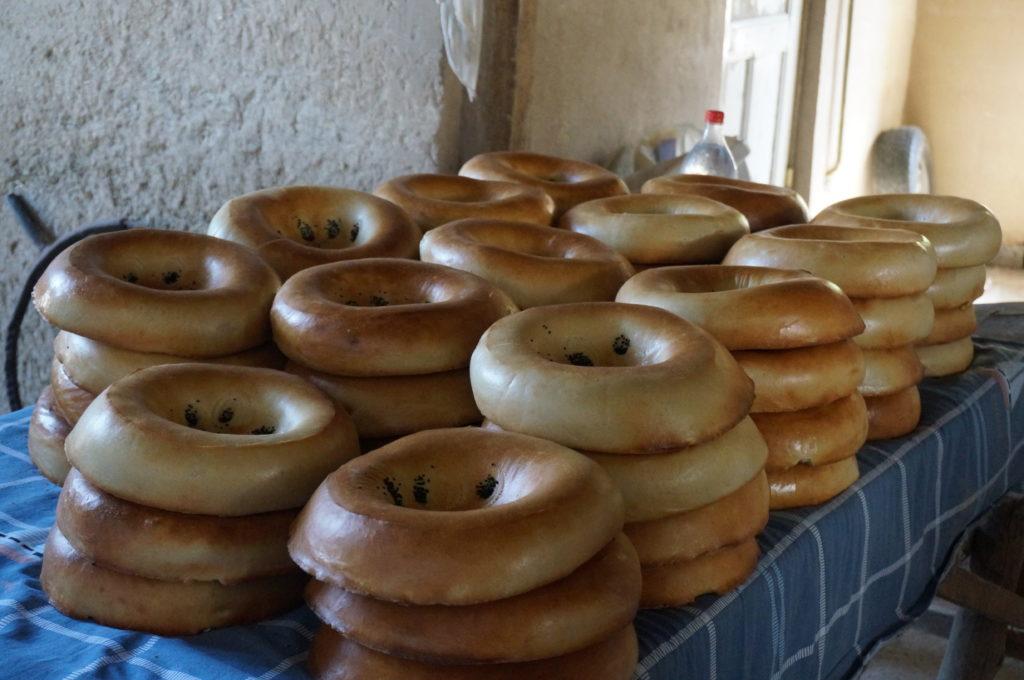 サマルカンドの丸くて厚いパン