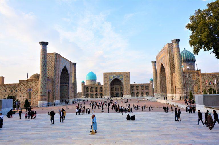 ウズベキスタンサマルカンドのレギスタン広場