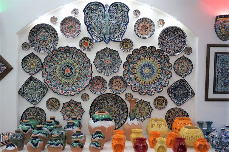 ウズベキスタンフェルガナ地方のリシタン陶器売り場
