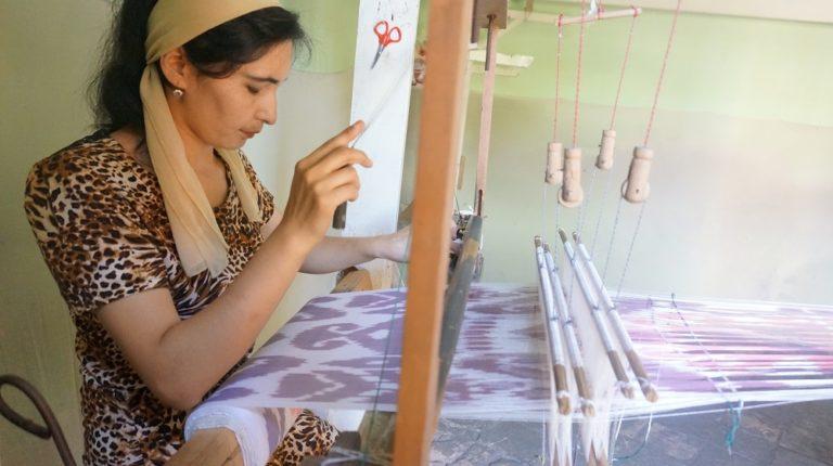 ウズベキスタンマルギランの絣工房