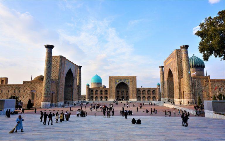 ウズベキスタンのレギスタン広場