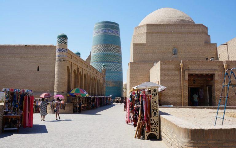 ウズベキスタンのヒヴァのカルタミノル周辺