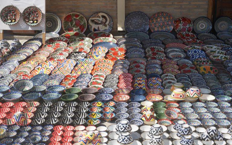 ウズベキスタンのお皿リシタン陶器