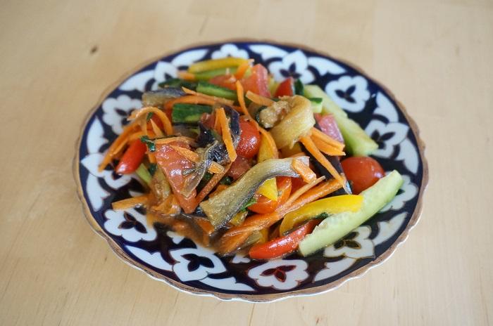 ウズベキスタン料理バクラジョンサラダ