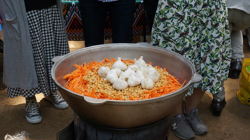 ウズベキスタン料理プロフ作り